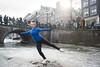 amsterdam keizersgracht (hansfoto) Tags: amsterdam ice schaatsen iceskating canal keizersgracht winter cold frozen skating figureskating