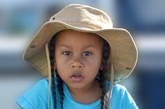Portrait South Africa_6572fil (ichauvel) Tags: portrait portraiture fillette petitfille littlegirl chapeau hat tresses cheveux hair étonnement expression vidage face houtbay afiquedusud southafrica régionducap voyage travel exterieur outside