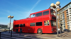 London - England (Been Around) Tags: uk gb greatbritain grosbritannien england london europe bus londonbus europa 2018 februar red rot westerngateway westerngatewaylondon goodhotellondon canningtown docklands
