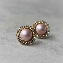 Blush pearl earrings ~ perfect for bridesmaid gifts! https://t.co/waZ6sbZo0m #etsy #weddings #bride #earrings #jewelry #gifts https://t.co/xthMEV8Xgp (petalperceptions.etsy.com) Tags: etsy gift shop fashion jewelry cute