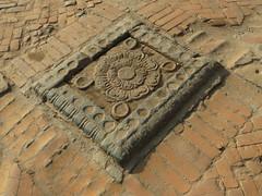Lieu sacré sur le sol de Bhaktapur (Népal) (michele 69600) Tags: temple bhaktapur népal