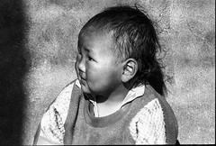 Tibetan kid - refugee camp, India (rvjak) Tags: inde tibetan kid enfant tibétain portrait noir blanc black white bw face himalaya f3 nikon pellicule film argentique