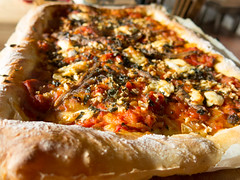 Homemade pizza (Elise de Korte) Tags: fr france frankrijk ldf lafrance ansjovis eigendeeg eten pizza saus tomatensaus
