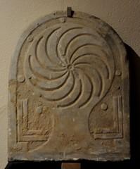 Astorga (León). Museo de los Caminos. Estela funeraria (santi abella) Tags: astorga león castillayleón españa museodeloscaminos estelasromanas palacioepiscopaldeastorga