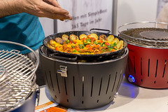 Gemüsepfanne auf einem Grill - Boot Düsseldorf 2018 (marcoverch) Tags: 2018 germany messe düsseldorf boot cooking kochen noperson keineperson food lebensmittel kitchenware geschirr health gesundheit dinner abendessen pot können homemade hausgemacht lunch mittagessen indoors drinnen pan pfanne container cookware kochgeschirr hot heis delicious köstlich family familie nutrition ernährung wood holz ready bereit baking backen macromondays national boats child pretty photoshop golden january aircraft eos gemüsepfanne grill bootdüsseldorf2018