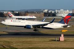 Delta Air Lines   Boeing 767-300ER   N174DN   London Heathrow (Dennis HKG) Tags: aircraft airplane airport plane planespotting skyteam canon 7d 100400 london heathrow egll lhr delta deltaairlines dal dl usa boeing 767 767300 boeing767 boeing767300 767300er boeing767300er n174dn