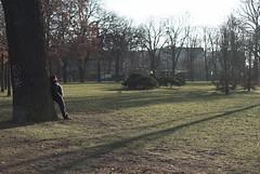 urban life (elisachris) Tags: berlin volksparkfriedrichshain urbanlife sonne sun winter sonya7s mdrokkor 50mm f12 manuallens vintageoptica natur nature