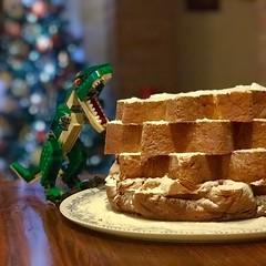 E niente... qui c'è da finire il pandoro! 😁😜 (pcamma) Tags: christmas natale pandoro fame dinosauro sweet dolce divertimento funny fun giocare toy giochi lego