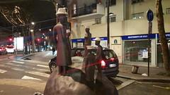 110-Paris décembre 2017 - sculpture Boulevard Davout (paspog) Tags: paris france nuit night nacht décembre 2017 december dezember boulevarddavout sculpture statue statues sculptures