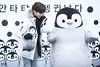 2015-11-24_hellokey_9 (palu_s) Tags: hellokey ryukey 햇살아안녕 ペンギン ぬいぐるみ ファー 茶髪 ダウン もふもふ 白 fantaken