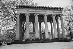 Graceland 2 (cbillups) Tags: gracelandcemetery charliebillupschicago cemetery chicago