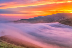 (Marc Crumpler (Ilikethenight)) Tags: usa california bayarea sfbayarea eastbay contracostacounty ccwd contracostawaterdistrict losvaqueros marccrumpler fog clouds sunrise hills trees canon canon6d 6d 24105mmf4lisusm