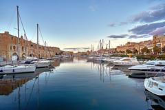 After Sunset - Grand Harbour Valletta,  Malta (W_von_S) Tags: grandharbour valletta malta sunset hafen wasser insel schiffe boote segelboote yachten wvons werner city cityscape sony sonyilce7rm2 outdoor stadt boot himmel bucht sonnenuntergang hafenviertel gebäude januar january 2018