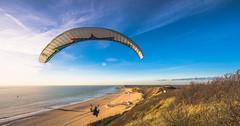 Paragliden in Zoutelande (Omroep Zeeland) Tags: zoutelande walcheren paragliden parapente zon zee strand duinen water winter