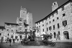 "San Gimignano • <a style=""font-size:0.8em;"" href=""http://www.flickr.com/photos/45090765@N05/39369946015/"" target=""_blank"">View on Flickr</a>"