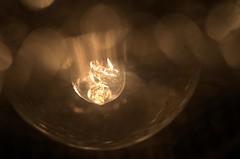 ljuskälla. (ros-marie) Tags: fs180211 ljuskälla fotosondag glödlampa light