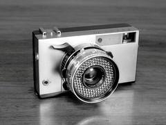 Zorki 10 (Mattia Camellini) Tags: zorki10 sovietcamera vintagecamera olympusom10 fomapan100 kodakd76 rangefinder mattiacamellini analog analogue pellicola film35mm zuiko1850mm biancoenero monochrome cameraporn