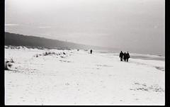 78 (PaulaJanso) Tags: 35mm sea sky people snow winter