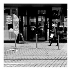 cindy tells me (japanese forms) Tags: ©japaneseforms2018 ボケ味 モノクロ 日本フォーム 自転車 黒と白 bw blackwhite blackandwhite blancoynegro bokeh brianeno candid cindytellsme monochrome random schwarzweis square squareformat strasenfotografie straatfotografie streetphotography vlaanderen zwartwit