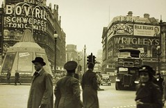 London transport LT on route 38 Piccadilly Circus  WW2. (Ledlon89) Tags: london bus buses transport lt lte lptb londontransport londonbus londonbuses vintagebuses oldbuses aec