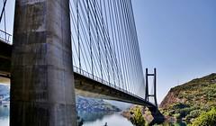 Puente sobre el rio Luna.   León. España. (blanferblanc) Tags: puente rio luna león
