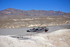 Parking area at Zabriskie Point - Death Valley National Park, CA (SomePhotosTakenByMe) Tags: parkplatz parking parkingarea auto car deathvalley nationalpark deathvalleynationalpark natur nature urlaub vacation holiday usa amerika america unitedstates california kalifornien outdoor landscape landschaft zabriskie zabriskiepoint viewpoint aussichtspunkt berge mountains