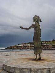 "La madre del emigrante Gijon (Itxaso Gaona ""itzaiza"") Tags: gijon cielo estatua costa"