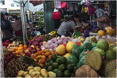 0334 - FRUTAS  VARIADAS - MERCADO DE HALONG - VIETNAM - (--MARCO POLO--) Tags: mercados exotismo curiosidades paises frutas ciudades rincones