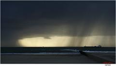 Schauer vor Borkum (Lutz Koch) Tags: borkum nordsee northsea ostfriesland strand beach ship schiff regen rain shower schauer elkaypics lutzkoch niedersaschsen lowersaxony germany deutschland frisia eastfrisia