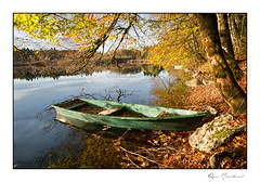 Douceur d'automne (Rémi Marchand) Tags: canon5dmarkiii barque bonlieu lac lacdebonlieu jura franchecomté automne
