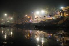 Fleuve noir (Jacques GUILLE) Tags: inde gange bénarés fleuve hindouisme india uttarpradesh varanasi crémation réincarnation गंगा वाराणसी