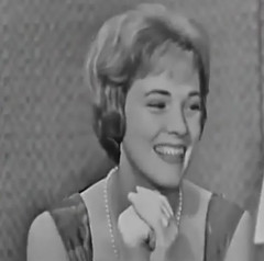 Julie Andrews, What's My Line?, 1960 (classic_film) Tags: julieandrews tv television whatsmyline gameshow 1960 sixties 1960s retro vintage entertainment british singer actrice actress actriz schauspielerin beautiful beauty woman england britain mujerbonita mujer hair hairstyle elegant style prettygirl pretty girl frau hübschesmädchen hübschefrau aktrice old nostalgic nostalgia classic clásico añejo ephemeral celebrity glamour formalwear formal fashion dress cinema cine film movie movies films época niñabonita schön hollywood blackandwhite american america usa unitedstates pearls necklace jewelry clothing ropa clothes wardrobe gloves