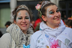 Eschweiler, Carnival 2018, 201 (Andy von der Wurm) Tags: karneval karnevalszug karnevalsumzug carnival carnivalparade costumes costume kostüm kostüme farbig bunt colorful colourful farbenfroh verkleidet dressedup smile smiling laughing lachen lächeln portrait girl boy female male teen teenager twen adult eschweiler 2018 nrw nordrheinwestfalen northrhinewestfalia germany deutschland alemagne alemania europa europe andyvonderwurm andreasfucke hobbyphotograph lustforlife groove lebensfroh lebensfreude hübsch pretty beautiful
