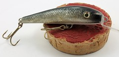 IMG_0026 (www.ilkkajukarainen.fi) Tags: suomi suomi100 finlande happy life museum stuff travel traveling fishing fish teno lust fiske sport urheilu kalastus finland visit hook vaappu markkukemppainen viehe uistin kalannahka skin glass eyes kierrätys materiaali