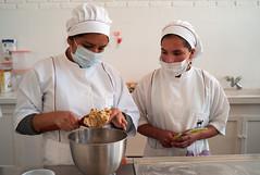 Krecer : cooperativa de panaderas (Oxfam en Bolivia) Tags: emprendimiento joven mujer retrato pan cocina panaderia salud empresas cooperativa mujeres seguridad alimentaria medioambiente naturaleza comida agricultura campo grena