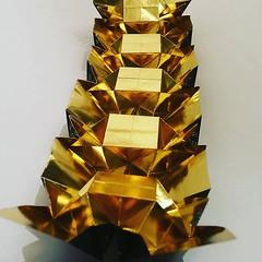Verso de la tessellation Tiled Hydrangea qui va très certainement terminer en marque page. Design : Shuzo Fujimoto #origami #origamiart #papercraft #paper #paperart #craft #paperfolding #tessellation #hydrangea #tiledhydrangea #shuzofujimoto #origamitesse (OrigamiInvasion) Tags: origami paperfolding papercraft paper craft