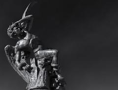 Ángel Caído (michael_hamburg69) Tags: madrid spanien spain españa ángelcaído fallenangel ange engel male sculpture skulptur fountain brunnen park höllensturz 1878 sculptor escultor bildhauer ricardobellver fuentedelángelcaído fountainofthefallenangel buenretiropark retiropark parquedelretiro bronze expositionuniverselle expo
