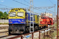 Transporte especial en San Vicente (lagunadani) Tags: locomotora continentalrail 319 sanvicente ferrocarril tren 319300 transformador pergola estacion alicante gm diesel sonya7
