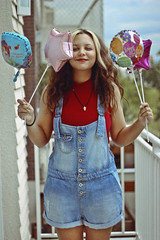 Happy Bday to Moi! (TheJennire) Tags: photography fotografia foto photo canon camera camara colours colores cores light luz young tumblr indie teen happybirthday birthday 2016 50mm people portrait makeup girl curlyhair balloons overalls fashion red redlips