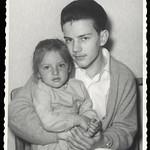 Archiv O764 Martin mit Schwester, 1960er thumbnail