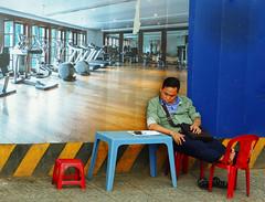 Gym … tonic … (Le.Patou) Tags: sadec vietnam mekong delta asie asia voyage travel street rue wink blink joke blinkofaneye clind'œil scènederuestreet viewstreet scene