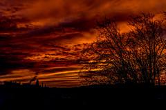 coucher de soleil flamboyant (Rudy Pilarski) Tags: nikon tamron d7100 france couleur color colour coucherdesoleil rouge nuage ciel soleil sun sunrise cloud urban urbain urbano 18270