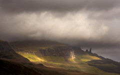 Old Man of Stoer, Skye (Gay Biddlecombe) Tags: clouds light scotland oldmanofstoer mountains atmosphere sunlight skye absolutelystunningscapes