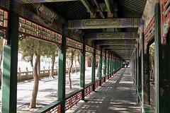 The Long Corridor (█ Slices of Light █▀ ▀ ▀) Tags: 長廊 long corridor 长廊 cháng láng interior ceiling beams painted painting yiheyuan 頤和園 summer palace beijing 北京 中國 china 中国 sony rx1rm2