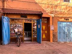 Store window (HWW) (KPPG) Tags: tiznit medina marokko morocco africa afrika storewindow hww shop laden fahrad gebäude