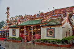 Chinese Temple next to Wat Phanan Choeng in Ayutthaya, Thailand (UweBKK (α 77 on )) Tags: chinese temple wat phanan choeng architecture religion religious buddha buddhism rain red green ayutthaya province thailand southeast asia sony alpha 77 slt dslr