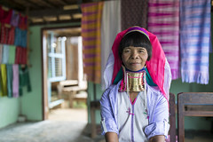Kayan long neck woman near Inle Lake, Myanmar (Tim van Woensel) Tags: long neck color colorful weaving inside inle lake friendly asia myanmar south east kayan padaung shan state ethnic tribe necklaces kayah