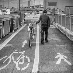 precise (paolo paccagnella) Tags: phpph© photo bw bn biancoenero bike canonequipment flickr foto precise street