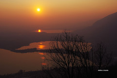 Ogni volta che muore il giorno (stefano.chiarato) Tags: tramonto sunset sun sole lago reflections riflessi lombardia italy pentaxart pentax pentaxlife pentaxk70