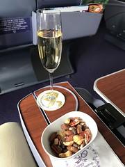 Champagne and nuts (Khunpaul3) Tags: royal silk class seat champange nuts tg621 mnl bkk thai airways tg